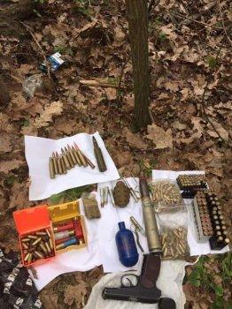В смт. Калинівка Васильківського району правоохоронці вилучили арсенал зброї та боєприпасів.